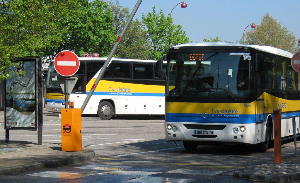 barrière d'accès avec bus